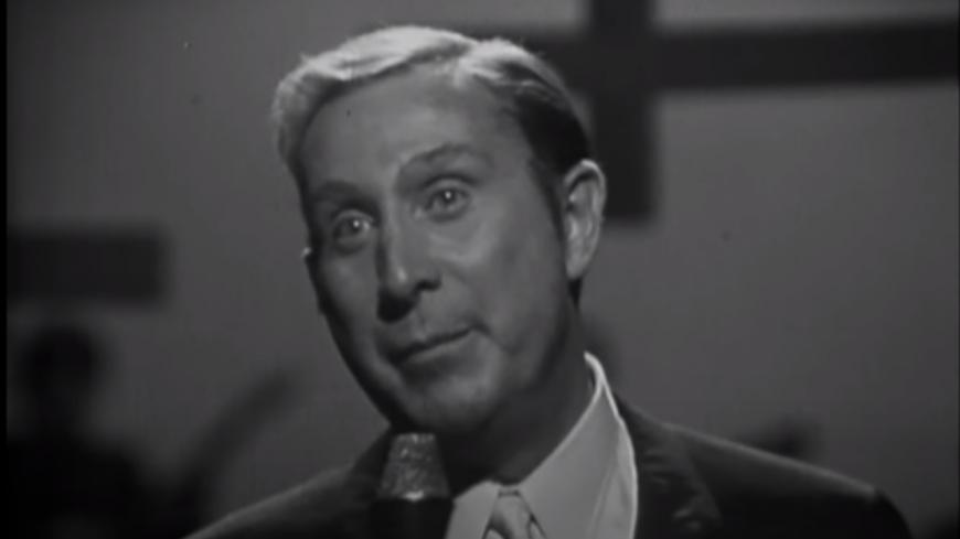 """Retour en 1967 - Charles Trenet chante """"Douce France"""" en live (vidéo)"""
