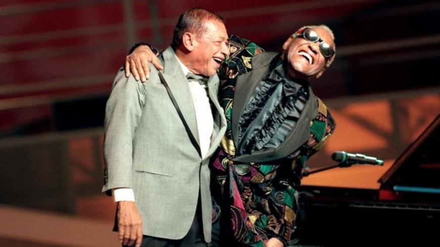 """Retour en 1996 - Henri Salvador et Ray Charles partagent """"Le blues du dentiste"""" (vidéo)"""